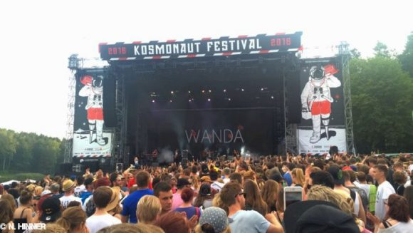 Read more about the article Review: Kosmonaut Festival mit LGoony, Drangsal, Wanda uvm.