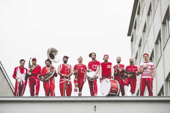 """Read more about the article Energiegeladener """"Urban-Brass"""": Moop Mama auf Tour! + Interview"""