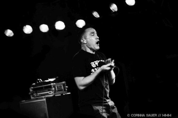 Jamie Stewart von Xiu Xiu live im Musik und Frieden Berlin Foto MUSIKMUSSMIT