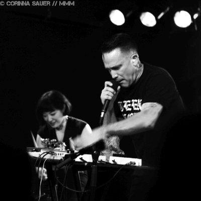 Xiu Xiu live im Musik und Frieden Berlin Foto MUSIKMUSSMIT