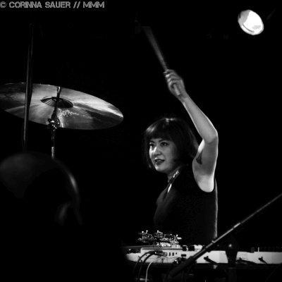 Shayna Dunkelman von Xiu Xiu live im Musik und Frieden Berlin Foto MUSIKMUSSMIT